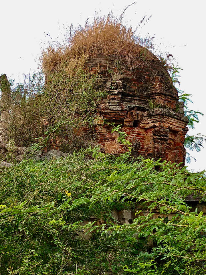 The dome of the dilapidated Temple near the ancient Buddha statue of Ulagiyanallur, Kallakurichi.